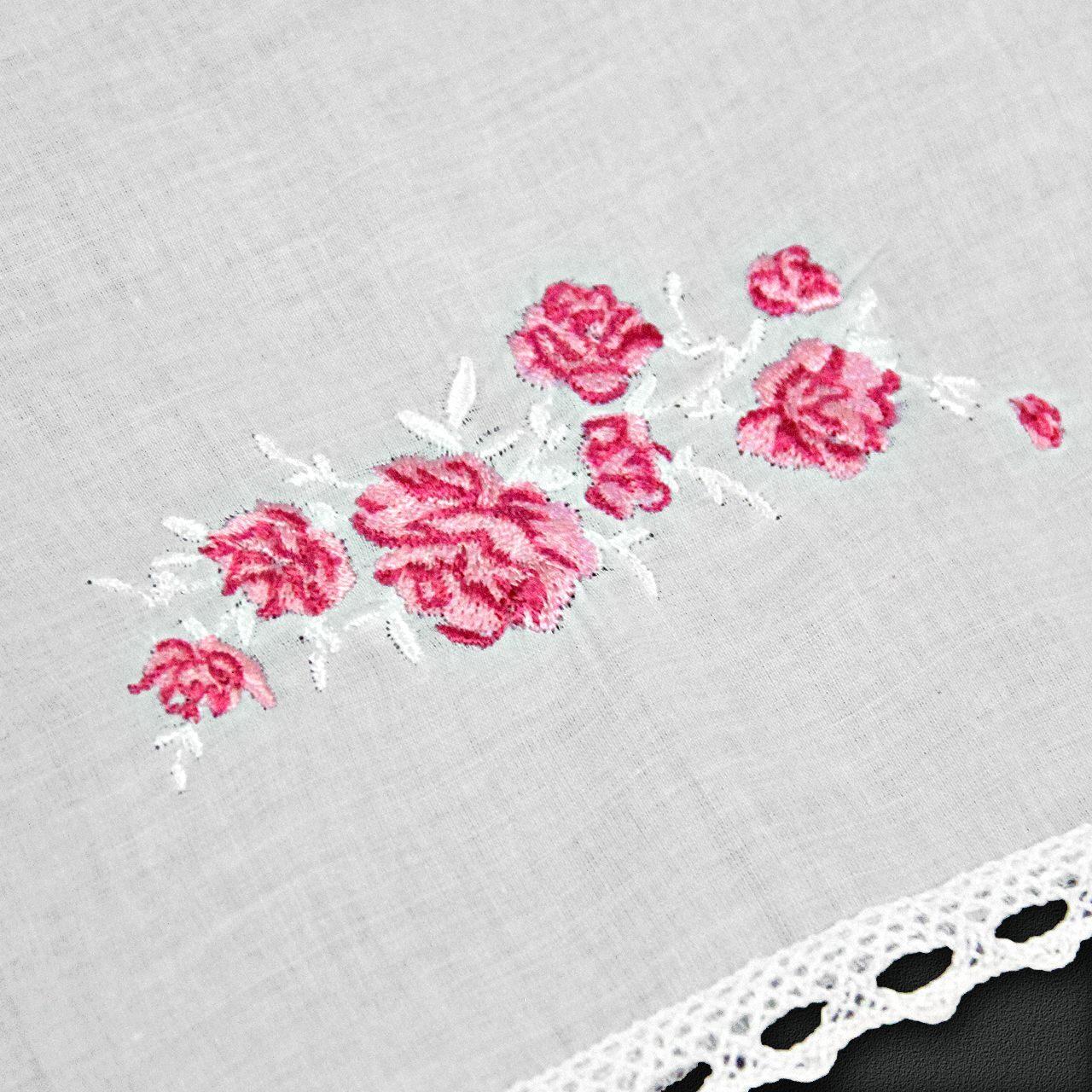 Белая косынка с вышивкой